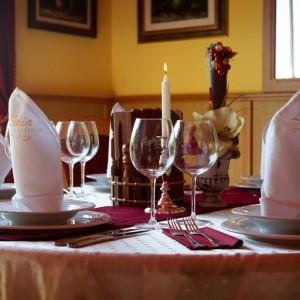 Étterem és belső udvar